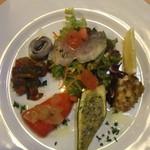 11588962 - 前菜(イナダ、シラコのフライ、ズッキーニのパン粉詰め、パプリカ、カポナータ、いわし)