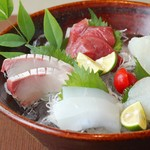 酒と魚菜 さかもと - 造り盛り合わせ五種盛
