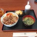 援 - 料理写真:焼肉丼(白老牛切り落とし) 915円(税込)