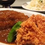 レストラン しん - 料理写真:カレーをかけた様子、特製海老カツカレー