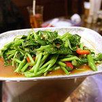 スイタイ - 空心菜のタイ風味噌と生唐辛子炒め「パッパックプンファイデン」。