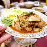 スイタイ - 焼き豚の野菜サラダ「ヤムムーヤン」。……辛ぁぁぁぁぁいっ!!