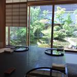 弁慶 - 中庭を眺める個室