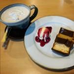115904512 - ウィンナコーヒー + ベイクドチーズケーキ