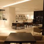 BARNEYS CAFE BY MI CAFETO - シンプル&モダンなインテリア