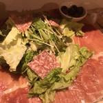 ワイン屋バフェット - イタリア産生ハムとサラダのてんこ盛り