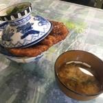 白孔雀食堂 - 名物カツ丼(カツ2枚)