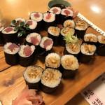 天草 - 鉄火巻き+穴子巻き 各900円