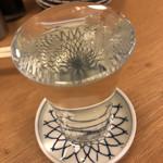 大衆酒場845 - 受け皿にも溢れんばかりの日本酒