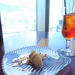 115919381 - ラフランスと紅茶のパイユ