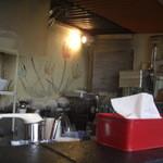 菜 - ティッシュの後ろに製麺機が少し見えてます