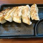 極味噌本舗 - ギョーザ(300円)