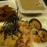 おとうふ湯葉いしかわ - 豆腐バーの料理をお皿に盛り付けました