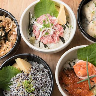 市場から毎日仕入れた種類豊富な海鮮丼!