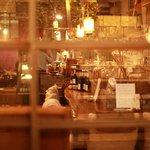 東洋食堂 百 - 外からの風景、落ち着いた雰囲気に期待も膨らみます。