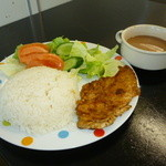 Opção - プラトシンプレス(定食メニュー) 鶏肉のソテー・ご飯・サラダ・豆のスープ