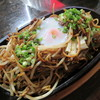 来々軒 - 料理写真:【温泉卵やきそば 830円】