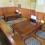 来々軒 - カウンター席・テーブル席・座敷が有ります♪