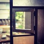 cafe 二軒堂 - 秘密の小窓