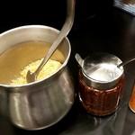なぜ蕎麦にラー油を入れるのか。 - 天かす、ラー油