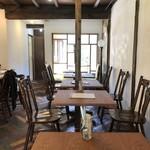 cafe 二軒堂 - テーブル席