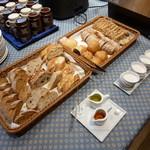レストラン&バー ベルマルシェ - パンも種類豊富