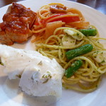 レストラン&バー ベルマルシェ - この日の肉料理はチキン
