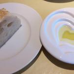 レストラン ボンジョリーナ - 自家製パン。あったかモチモチで美味しい。
