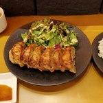GYOZA!365 - 餃子定食全景