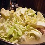 新橋シャモロック酒場 - 純シャモロック スープのつくね鍋 1人前 500円