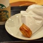 スターバックスコーヒー - カプチーノとミートパイ