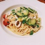 TENOHA&STYLE RESTAURANT - 小ヤリイカとチェリートマトとズッキーニのアーリオオーリオスパゲティーニ。