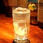 バー・バーンズ - ドリンク写真:Hinata Gin を使った ジントニック