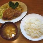 キッチン 司 - 「トンテキ」950円+「ライス」200円+「みそ汁」150円→昼サービス