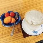 壱番館 - 川越のロック[550円]とサービスのフルーツ