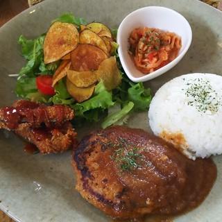 cafe sanaburi - 料理写真:ゴーバルボークの特製ハンバーグプレート