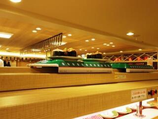 回し寿司 活 - 上のレーンは注文品を配達