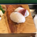 松栄寿司 - でっかいほたて。にぎりの松栄注文でほんの一部です。お腹いっぱい食べられますよ。