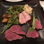 炭火焼赤身肉とクラフトビール ヴァベーネ - 炭焼き和牛の三種盛り