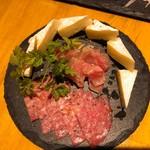 肉バル brother - 生ハムとサラミ・カマンベールチーズ盛り