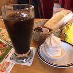 コメダ珈琲店 - クリームコーヒー540円(税込)+モーニングC(名古屋名物おぐらあん)