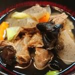 楽食家たちかわ - 牛すじ、大根、木耳、人参、葱、蒟蒻澄みきった出汁汁。大変美味。