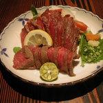 恩納つばき - 県産本部牛のタタキ