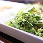 ステーキ食堂BECO ハービスPLAZA梅田店 - おかわり自由の水耕野菜