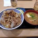 吉野家 - 牛丼大盛Bセット味噌汁→豚実チェンジ