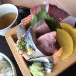 魚と肴 とおるの台所 - 刺身近影