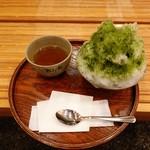 赤福茶屋 - ほうじ茶とともに