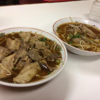 いのたに - 料理写真:中華そば(中)左が肉入り