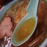 平塚ラーメン - アッサリとした鶏がら・豚骨のスープ