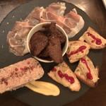 肉とワイン Bistro 2983 - お肉の前菜盛り合わせ  1780円 〜生ハム、レバームース、田舎風パテ、牛肉の赤ワイン煮〜